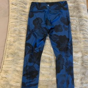 Blue/Black Floral Print lululemon Capri pants